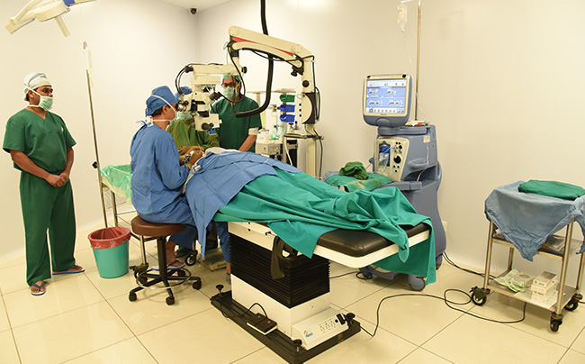 cataract surgery in mumbai, Age-related macular degeneration (AMD), Novel IOL Implant In Cataract Patients